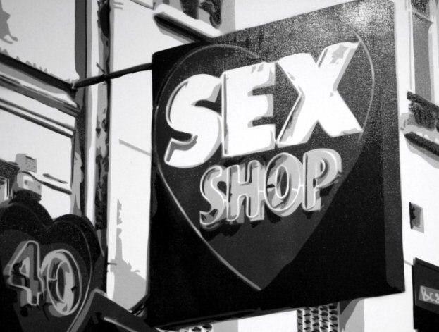 В Петербурге экс-полицейский попался на краже в секс-шоп