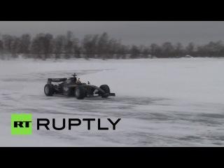 Российский гонщик развил скорость почти 230 км/ч на льду озера в Заполярье