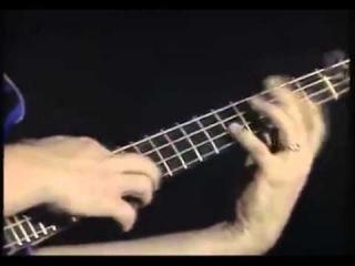 Соло на бас-гитаре, в конце улет