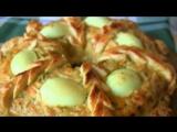 ?простейший в приготовлении закусочный пирог из курицы отлично подойдет к новогоднему и рождественскому столу.
