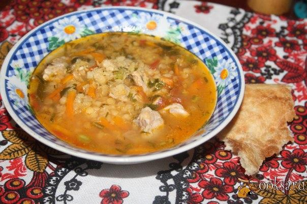 Чечевичный суп-рагу Яркое, сытное и очень вкусное блюдо - чечевичный суп-рагу! После тарелки этого горячего кушанья второе блюдо уже не понадобится, Красная чечевица сейчас стремительно набирает популярность, и я понимаю, почему! Она быстро готовится, приятна на вкус и придает блюдам очень приятную консистенцию, а также красивый, аппетитный цвет, это блюдо - один из примеров использования красной чечевицы, густоту можно отрегулировать на свой вкус, добавив в конце приготовления 1-2 стакана…