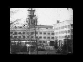 Теплая видеонарезка видов Омска на рубеже 1960-х 1970-х с речными трамвайчиками, уличными регулировщиками и черно-белыми буднями