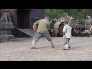 Джеки Чан учится технике Шаолинь у ребёнка