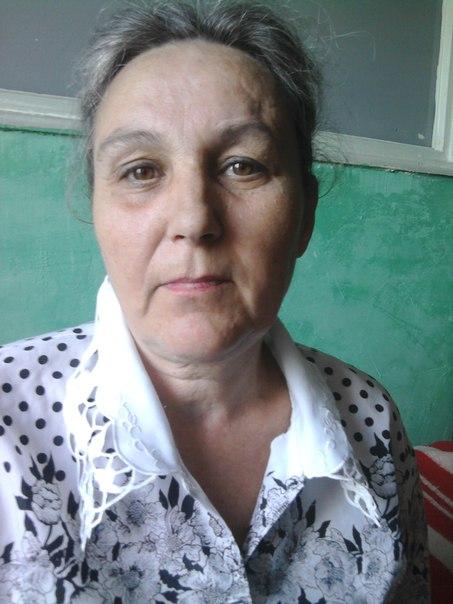 Женщина, утратившая полностью память, надеется найти своих родственников, соседей, сослуживцев. Помнит только последний месяца