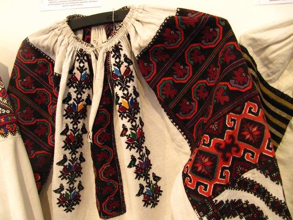 Жгут бисерный Жозефина , блузка женская ручная вышивка в тех же тонах…. (2 фото)