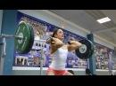 Лица СпоРТ девушки в тяжелой атлетике