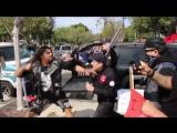 Полиция спасает членов Ку-Клукс-Клана от толпы негров в США