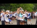 Вальс на выпускном в коротких юбках (за партой)