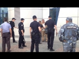 ПОЗОР... Хвалёная Полиция Хунты избила бездомного с ложкой