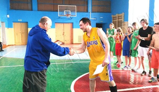 В станице Зеленчукской сразились баскетболисты