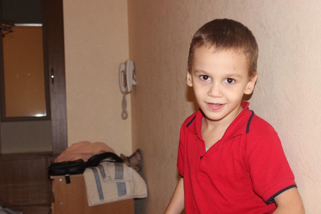 Маленькому Руслану из села Маруха необходима НАША помощь