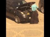 Чеченка проверяет масло в машине - [Веселые Кавказцы]
