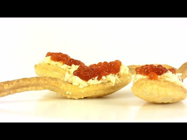 Слоеные ложки с красной икрой. Пошаговый рецепт праздничной закуски.