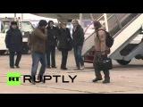 Россия: РТ журналисты раненых в Сирии обстрела приходим домой в Москве.