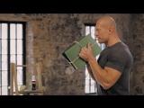 Бицепс: тренировка с книгами вместо гантелей | Домашние тренировки с Денисом Семенихиным #8