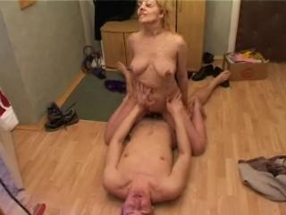Порно набросился на мамку и трахнул фото 168-629