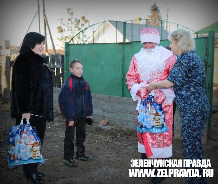 В Зеленчукском районе прошла благотворительная акция «полицейский Дед Мороз»