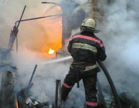 В Зеленчукском районе загорелось жилое здание
