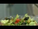 Вкусные советы. Салат из семги с маринованными огурцами и овощами