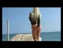 Golaya_katya_sambuka_na_solnechnom_plyazhe