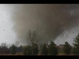 Видео из RWJ - Торнадо разносит дом очевидцев