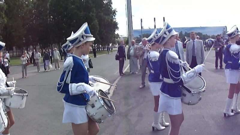 M4H00290 Военно морской салон шоу девушки барабанщицы