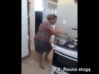 Аха-ха-ха))) Обожаю этот ролик. Так, девочки включаем на кухне подобную музыку и готовить сжигая ккал ещё до того как ....