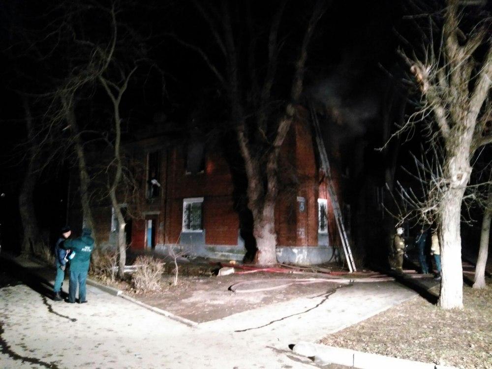 В Таганроге при пожаре в двухэтажке на Красногвардейском погибли два человека
