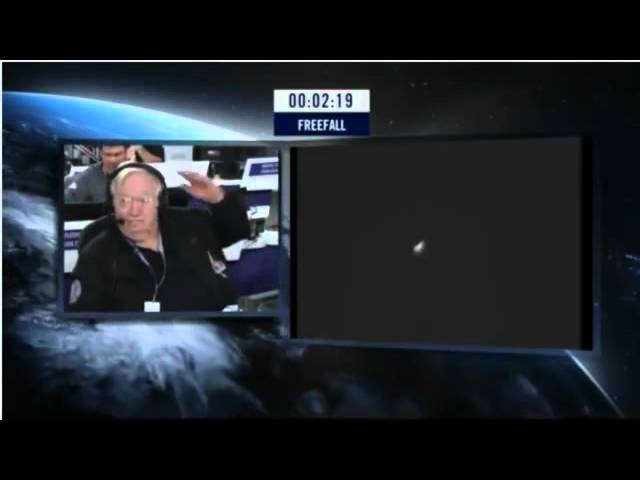 Felix Jumps At 128k feet! Red Bull Stratos - freefall from the edge of space