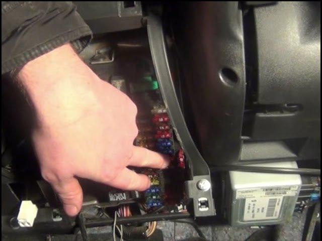 Замена предохранителя прикуривателя на ВАЗ Lada Granta