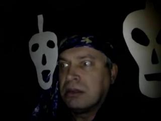 Бумажные призраки рядом со мной затаились в комнате