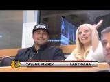 Тейлор и Гага целуются на хоккейном матче Чикаго Блэкхокс 6 марта 2016