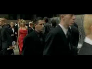 Матрица - Девушка в красном платье [240p]