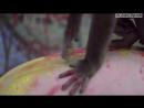 Мужик набил татуировку на спине по рисунку, сделанном на нём обезьяной / Dancing Monkey with Pants