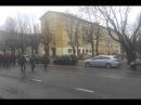 На параде в Нарве парень троллит натовских военных