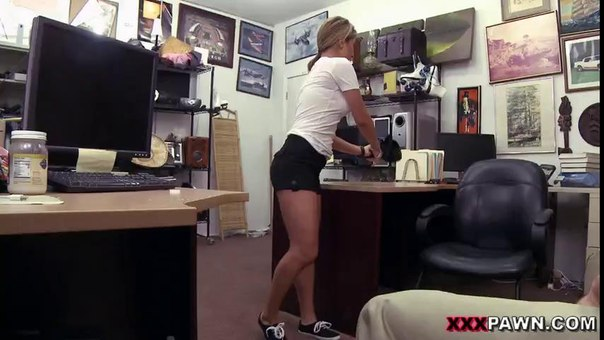 XXXPawn – A Tip For The Waitress