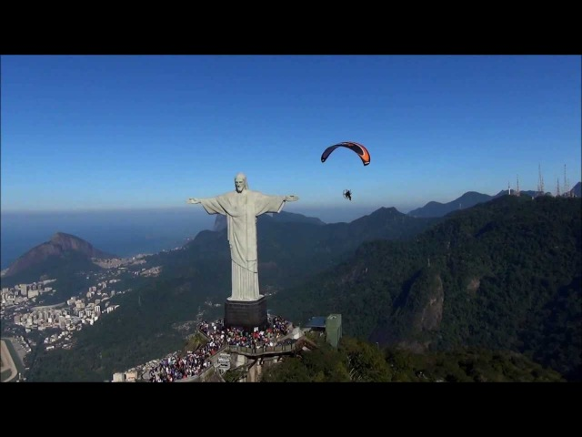 Voo de Paramotor no Cristo Redentor / Flying Paramotor Christ the Redeemer - Rio de Janeiro - Brasil