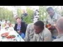 Чернокожие курсанты москали поют песню Господа офицеры