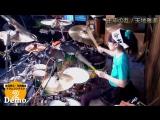 Это 15-летняя девочка знает, как играть на барабанах!