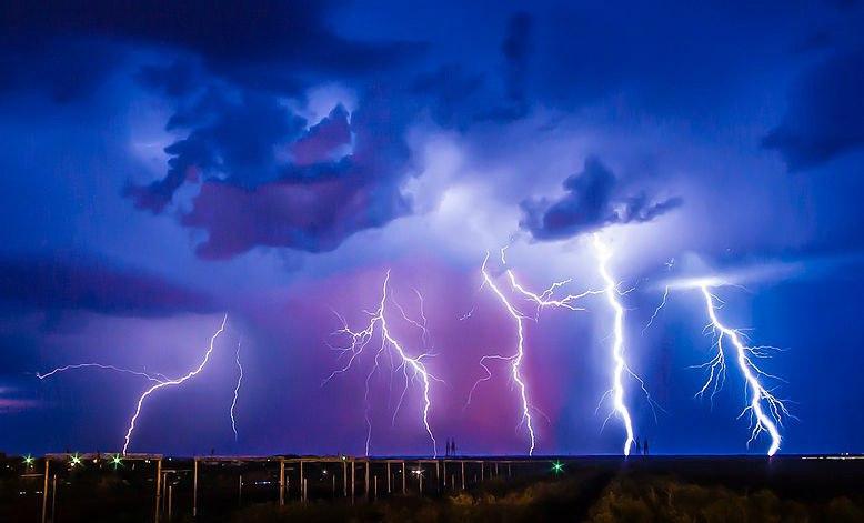 МЧС: В Ростовской области ожидается сильный грозовой дождь с градом и ветром до 25 м/с