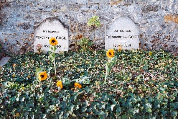 Могила Винсента Ван Гога и его брата Тео.