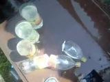 Нож  Сталкер  из дамасской стали разрубает 5 бутылок   YouTube 360p