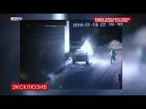 В ночь на 19 января около одного из домов на Красносельском шоссе сгорели два автомобиля - Камеры сняли поджигателя машин из Горелово