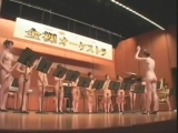 Японский оркестр играет марш из «Щелкунчика» - Naked Japanese Orchestra plays The Nutcracker march (Pyotr Tchaikovsky)