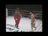 Борец сумо (285 кг) против бойца ММА (71 кг). Красивая победа, видео