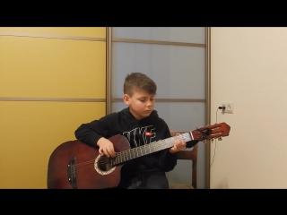 В ЛЕСУ РОДИЛАСЬ ЕЛОЧКА играет Егор, 9 лет.