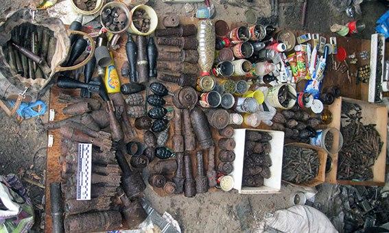 Подпольный арсенал нашли в Харьковской области (ФОТО)