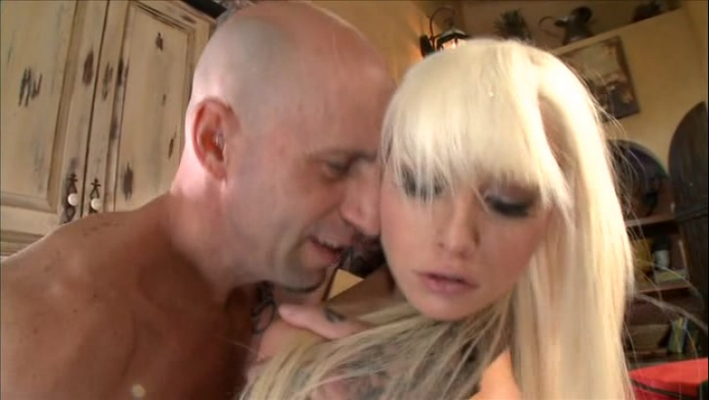 Blonde teen Rikki Six loses her bikini before sex with a fat cock  323407