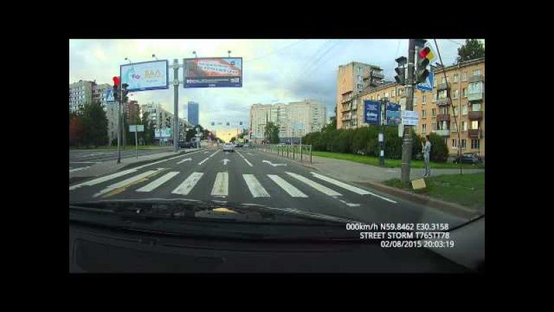 2 августа в городе Санкт-Петербурге, на перекрестке Краснопутиловская-Варшавская, водитель