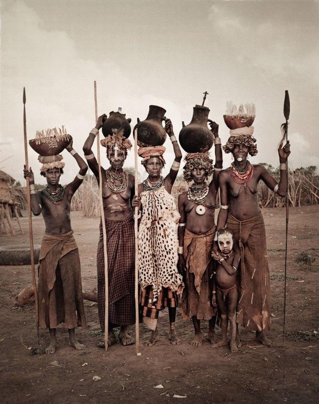 In aGbxwtI4 - Шокирующие фото исчезающих племен